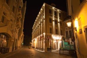 Hotel Justus - Night Facade 4