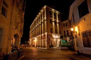 Hotel Justus - Night Facade 8