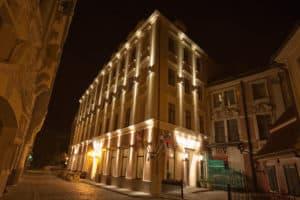 Hotel Justus - Night Facade 7