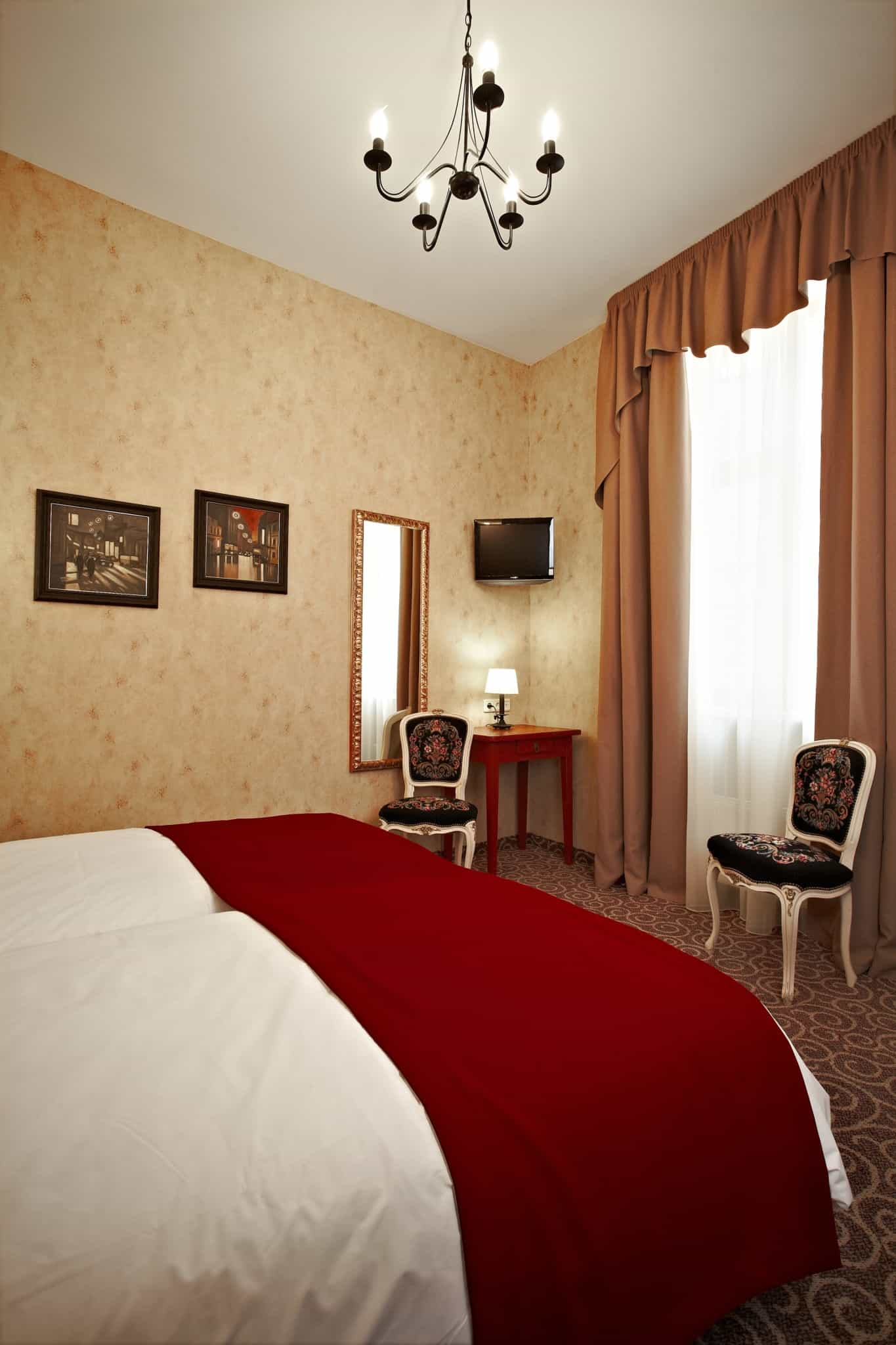 Twin Bed Hotel Room: Standard Double Room At Hotel Justus